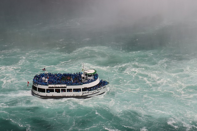 niagara-waterval-boot-toucht-tour-maid-in-the-mist