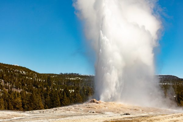 old-faithful-yellowstone-national-park